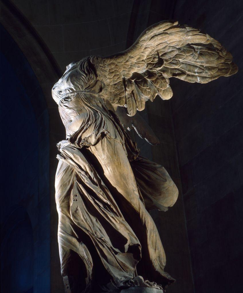Siete Dato Emoción  Nike di Samotracia: analisi della statua opera di Pitocrito ...