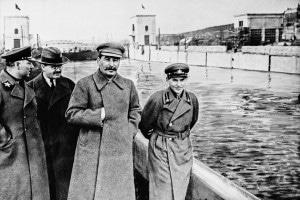 Voroshilov, Molotov, Stalin e Yezhov