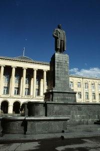 Statua di Stalin davanti al Municipio di Gori, Georgia