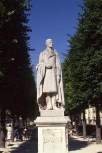 La statua di Alphonse de Lamartine nella piazza Lamartine a Parigi