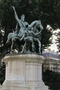 Scultura in bronzo di Carlo Magno, Place du Parvis Notre Dame