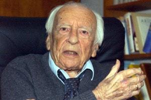 Il filosofo tedesco Hans-Georg Gadamer in un'intervista nella sua casa di Heidelberg, il 6 febbraio del 2002
