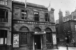 Abbey Theatre, 1930. Teatro di Dublino fondato da Yeats e Gregory per promuovere il risveglio culturale irlandese