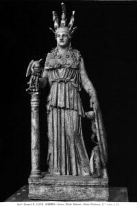 Copia della statua di Atena che Fidia realizzò per il Partenone. Opera esposta nel Museo Nazionale di Atene