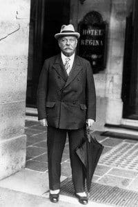 Arthur Conan Doyle a Parigi per una conferenza sullo spiritualismo (9 settembre 1925)