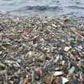 Isola di plastica galleggiante ad Abidjan, in Africa
