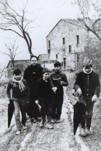 Una foto di Don Lorenzo Milani alla scuola di Barbiana