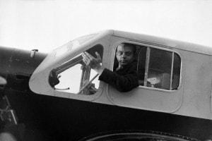 Antoine De Saint-Exupery sul suo aereo nel 1936