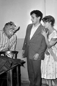 Il rinoceronte di Ionesco. Messa in scena di Barrault. Parigi, teatro Odeon. Gennaio 1960. Gli attori: Sabatier, Barrault e Valere