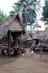 Papua Nuova Guinea. Isole Trobriand (Isole Kiriwina). Capanne tradizionali del villaggio di Kaibola