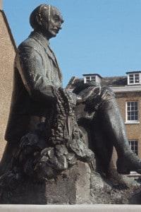 Statua di Thomas Hardy a Dorchester