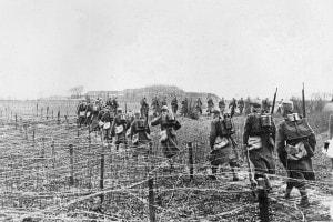 Soldati in marcia durante la Prima guerra mondiale