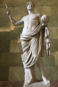 Statua dell'imperatore Adriano. Collezione dell'Hermitage, San Pietroburgo