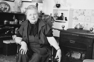 Marguerite Yourcenar nella sua casa a Northeast Harbor, Maine, USA