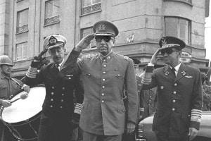 Un'immagine di Augusto Pinochet nel 1973