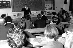 Insegnanti in una classe in occasione del congresso della scuola di pedagogia moderna Freinet, Perpignan (Francia) intorno al 1960