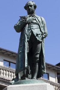 Statua di Cesare Beccaria a Milano