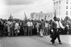 Marce da Selma a Montgomery. I manifestanti arrivano a Montgomery. In avanti a destra: Martin Luther King e Bernard Lee