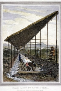Schiavi neri che lavorano i diamanti sorvegliati dai supervisori con le fruste in Brasile, 1815