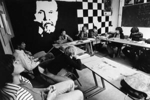 """Ritratto di Ovide Decroly in una classe al """"Decroly College"""" di Saint-Mandé, 1979, a Val-de-Marne (Francia)"""