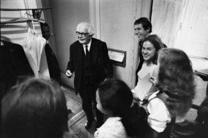 Jean Piaget (1896-1980) con studenti all'università di Ginevra, 5 luglio 1969