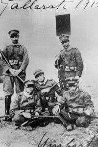 Futuristi, 1915. Da sinistra a destra: Marinetti, Boccioni, Sant'Elisa e Sironi come soldati dell'esercito italiano durante la prima guerra mondiale