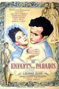 """Gli attori francesi Arletty e Jean-Louis Barrault sul poster del film """"Les Enfants du Paradis"""", scritto da Jacques Prévert e diretto da Marcel Carné"""