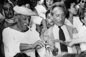 Picasso e Cocteau a Cannes nel 1955