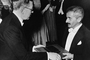 William Faulkner riceve il premio Nobel per la Letteratura nel 1949 dal re Gustavo Adolfo VI di Svezia