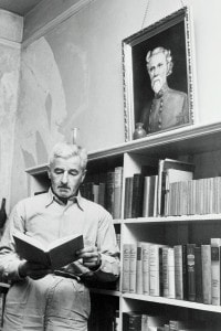 William Faulkner nella sua casa di Oxford, Mississippi