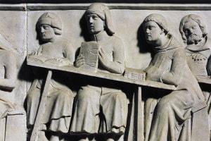 Cino da Pistoia insegna ai suoi allievi, rilievo dalla lapide di Cino da Pistoia