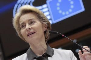 Ursula Von der Leyen durante la presentazione del Green new deal al Parlamento europeo