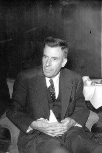 John Kenneth Galbraith: economista americano nato in Canada, emigrò dall'Ontario nel 1931 e scrisse molti libri di finanza ed economia