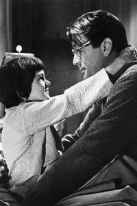 Gregory Peck e Mary Badham ne Il buio oltre la siepe, versione cinematografica del romanzo di Harper Lee
