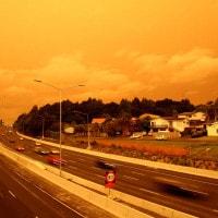 Il cielo è rosso