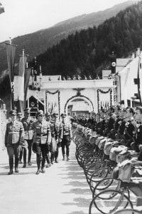 """Membri della """"Gioventù Italiana del Littorio"""", organizzazione giovanile fascista"""