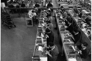 Operai della Olivetti, 1955