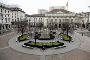 Coronavirus: in un mese è calato lo smog sul Nord Italia. Piazza della Scala deserta a causa dell'emergenza Coronavirus a Milano, 12 marzo 2020