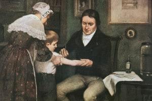 Il dottor Edward Jenner (1749-1823) esegue la prima vaccinazione contro il vaiolo su un bambino di otto anni, James Phipps, il 14 maggio 1796