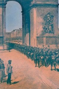 Guerra franco-prussiana, 1870: truppe prussiane che passano sotto l'Arco di Trionfo durante l'assedio di Parigi