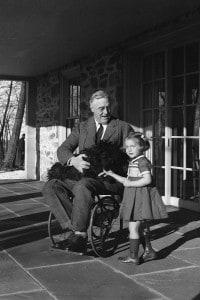 Franklin Roosevelt con Ruthie Bie (la figlia del guardiano di Hyde Park)