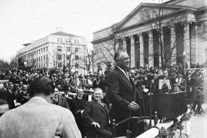 F.D. Roosevelt a Lafayette Square (Washington), aprile 1936