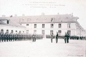Alfred Dreyfus riceve la Legion d'Onore dopo la sua riabilitazione, 20 luglio 1906, Francia
