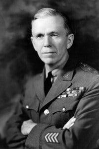 Il generale dell'esercito degli Stati Uniti George Catlett Marshall (1880-1959), capo di stato maggiore americano e Segretario di Stato a cui è stato assegnato il premio Nobel per la pace nel 1953