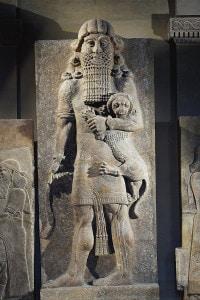 Civiltà assira, VIII secolo a.C. Statua in alabastro gessoso di Gilgamesh, re di Uruk. Da Khorsabad, Iraq.