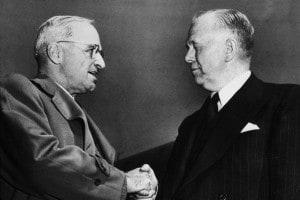 Harry Spencer Truman e George Marshall. Washington, 29 maggio 1947