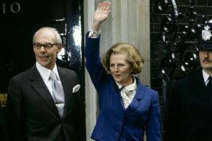Margaret Thatcher appena eletta per il suo primo mandato, insieme a suo marito