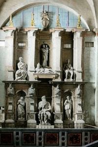 Tomba di Giulio II realizzata da Michelangelo e collocata nella basilica di San Pietro in Vincoli, a Roma