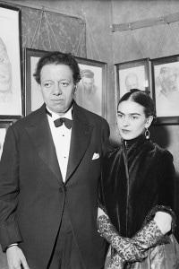 Diego Rivera e Frida Kahlo nella galleria d'arte di ritratti ebrei di Lionel Reiss a New York