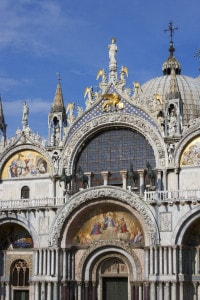 Particolare della Basilica di San Marco a Venezia in stile romanico-bizantino e gotico